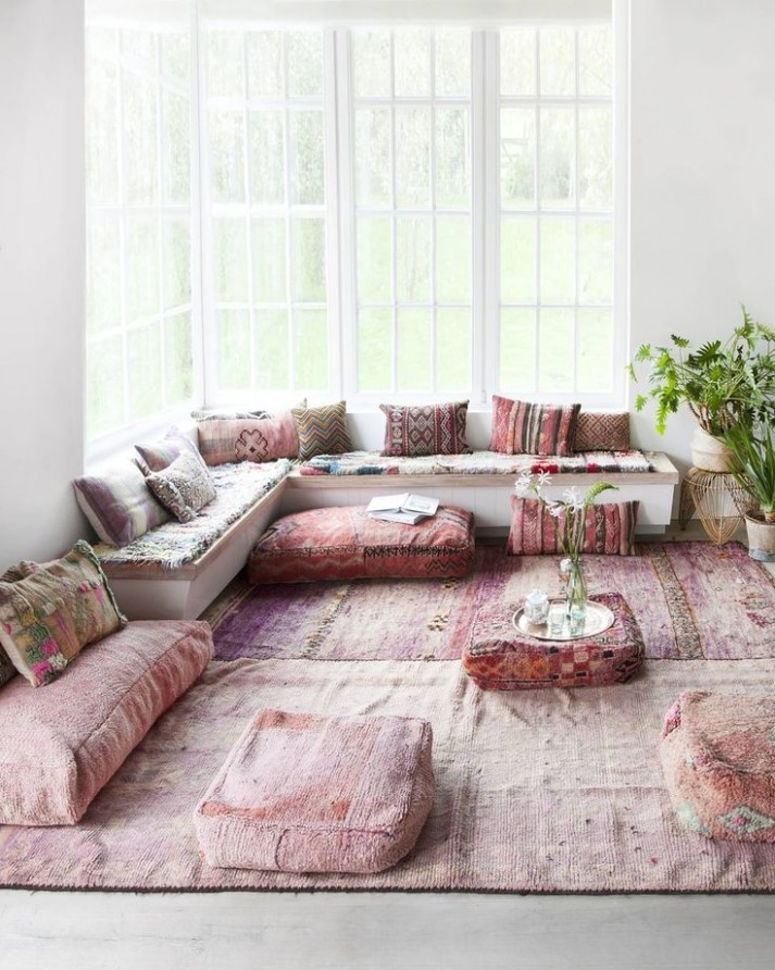 Un salon rose pastel aux influences arabes | Modern bohemian .. | living room yoga